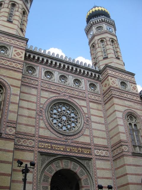 outside-synagogue